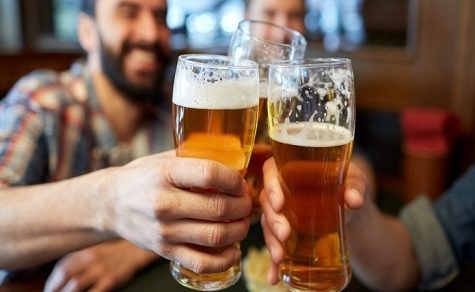 Betrunkener Mann verwechselt seine Bierdose mit Rattengift