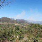 Löschflugzeug unterstützt beim Kampf gegen die Waldbrände im Ybytyruzú Gebirge