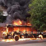 Bus brennt vollkommen aus
