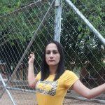 Lehrer fehlen: Frau kettet sich an