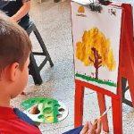 Illusionen von Kindern: Eine Stadt mit Bäumen