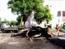 Hochwasseropfer hinterlassen ein Trümmerfeld
