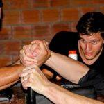 Armdrücken sehr populär im Chaco