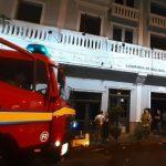 Kurzschluss bei Klimaanlage verursacht Brand im Gebäude