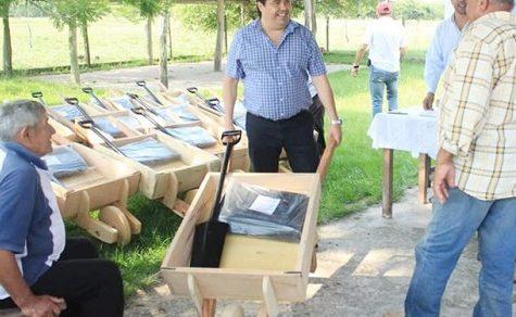 Schubkarren aus Holz weisen Probleme mit den Rädern auf