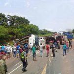 Mindestens 8 Tote bei Schulbus-Unfall
