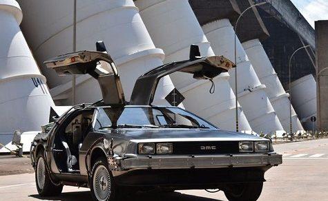 """Das Auto """"Zurück in die Zukunft"""" in Itaipú"""