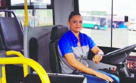 """Frauen hinter dem Lenkrad schaffen Vertrauen"""