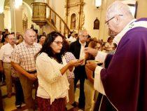 Katholische Kirche empfiehlt Änderungen beim Friedensgruß und der Kommunion