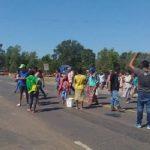 Indigene protestieren, verkaufen aber angeblich ihre Lebensmittellieferungen