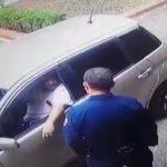 Mann versucht Polizei zu bestechen damit sie seine Frau verhaften