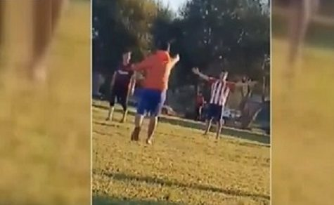 Fußballspiel artet aus: 5 Schüsse fallen