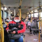 Wenig Busse, dichtes Gedränge, hohe Ansteckungsgefahr