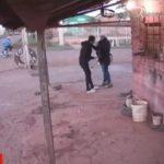 Extreme Unsicherheit: Frau wird an der Bushaltestelle überfallen