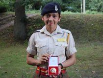 Soldatin von der britischen Royal Military Academy Sandhurst ausgezeichnet