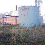 Neu gebaute Fabrik verfällt zur Ruine