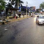 Tragischer Verkehrsunfall: An der Bushaltestelle überfahren