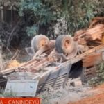 LKW stürzt in Schlucht: Fahrer kommt ums Leben