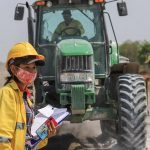 Chaco: Frauen im Straßenbau