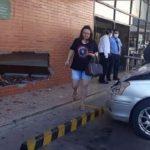 Frau verwechselt Gas- mit Bremspedal