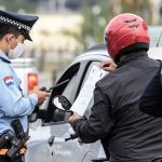Quarantäneverstoß: Mutter und zwei minderjährige Kinder bei Polizeikontrolle festgenommen