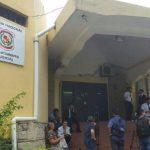 Frau entkommt übers Dach aus der Polizeistation