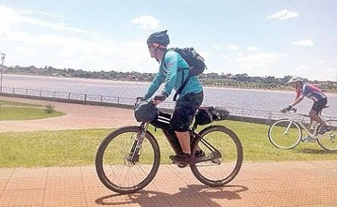 Radfahrer müssen Helm und Weste mit Reflektoren tragen