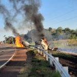 Tankwagen kippt um und fängt Feuer