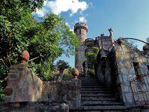 Eine Burg öffnet seine Türen