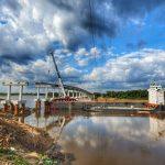 Eine imposante Brücke kurz vor der Fertigstellung