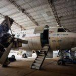 Luftfahrtliebhaber restaurieren ein verlassenes Flugzeug