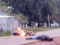 Kolonie Independencia: Bei Unfall gerät Motorrad in Brand