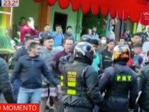 Ausschreitungen: Händler greifen Polizisten an