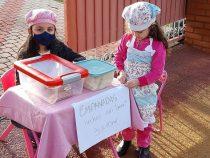 Die Enge überwinden: Kinder verkaufen Empanadas