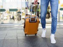 Polizei kontrolliert Reisende, ob sie die obligatorische Quarantäne einhalten
