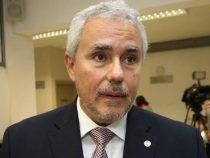 "Senator Fidel Zavala nennt Kollegin Desiree Masi ""rollige Katze"""