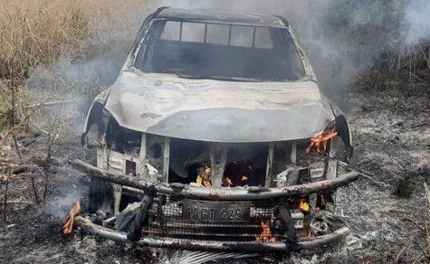 Mennonit überwältigt, gefesselt und sein Auto abgefackelt
