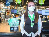 Supermarktkassiererin verkauft Lottoschein mit Millionengewinn und gewinnt selbst